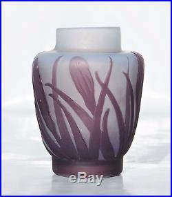 1905-1910 Beau Petit Vase Emile Gallé en Pâte de Verre Gravé Epoque Art Nouveau