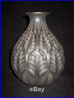 1927 Rene Lalique Vase Malesherbes