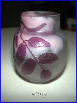 Ancien vase Gallé dégagé à l'acide à décor de glycines signature étoile No copy
