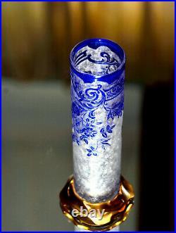 Baccarat, 1917. Vase tubulaire Églantier en cristal dégagé à lacide et bronze