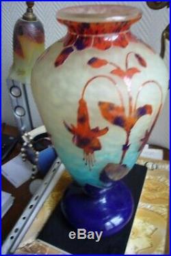 Beau Vase Le Verre Francais Aux Fuchsias. Charder Schneider No Copy