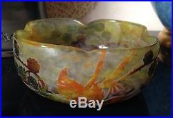 Belle coupe pate de verre décor de mûres signé DAUM Nancy