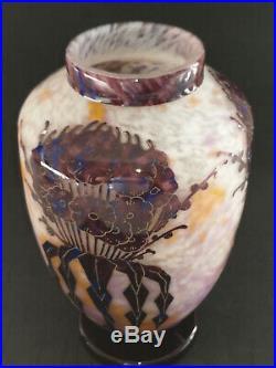 CHARDER LE VERRE FRANCAIS, Vase en verre multicouche décor Giroflées, H 24 cm