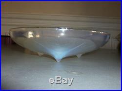 Coupe Volubilis en verre opalescent signé René Lalique numéroté 383