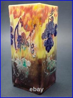 DAUM Nancy Vase à décor de pampres de vigne et grappes de raisin