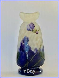 Daum Nancy, splendide vase décor gravé acide de violettes