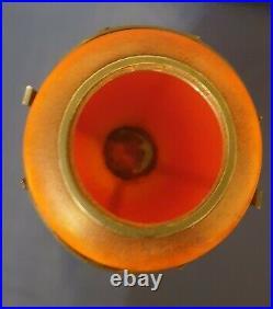 Daum, très joli vase en verre multicouches, signé VAL