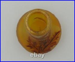 Daum, vase miniature décor chardon, dégagé à l'acide, signé, intact