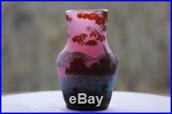 De Vez vase miniature Art Nouveau, dégagé à l'acide, signé