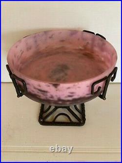 Delatte Nancy Coupe Pâte de verre rose sur Monture Fer Forgé Art Nouveau Déco