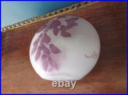 EMILE GALLE, Joli VASE marmoréen à décor de feuillages Teinte parme