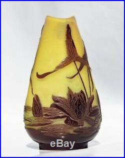 EMILE GALLÉ Petit Vase à décor de Nénuphars Pâte de Verre Gravé ART NOUVEAU
