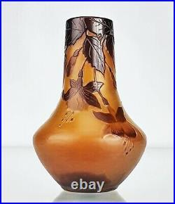 Emile Gallé Sublime Petit Vase Fuchsias Pâte de Verre Gravé ART NOUVEAU