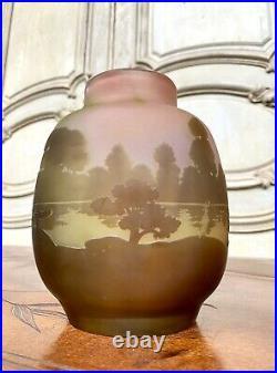 Émile Gallé Vase A Decor De Paysage Lacustre. Pate De Verre Art Nouveau