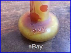 Émile Gallé à Nancy. Petit vase à décor de groseilles. 9,5 cm hauteur