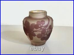 Emile Gallé petit vase décor de vigne raisin signature à l'étoile