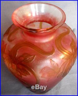 Exceptionnel et rare vase DAUM Mabut, ENTIEREMENT MARTELE, era galle 1900 burgun