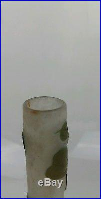 GALLE vase tubulaire en triple couche décor au gui vers 1910