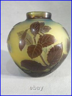 Galle Ancien Joli Vase Boule Degage Acide Decor Fleurs Fushia Vers 1900 Signe