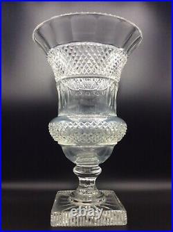 Grand vase de forme Médicis cristal soufflé translucide taillé de Bohème XXème