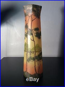 Grand vase en verre soufflé émaillé à décor lacustre jaune orangé de Legras