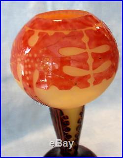 Joli et original vase Schneider Le verre Français, amarantes, era daum gallé