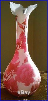 Joli vase Gallé en pâte de verre multicouches, superbe décor floral