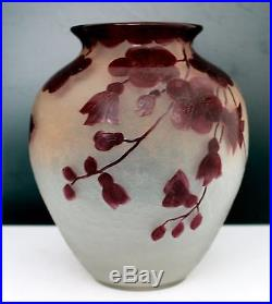 LEGRAS, Authentique vase en verre à décor floral émaillé rouge