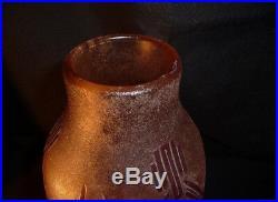 LEGRAS Vase oblong pate de verre Décor géométrique violet fond rose marbré blanc