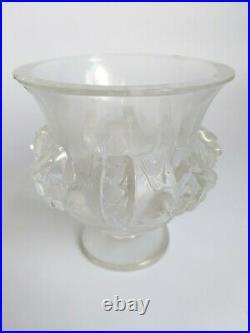 Lalique France Petit Vase Aux Oiseaux En Verre Pressé Et Moulé Piedouche G2107