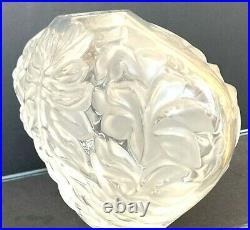 Lalique France Vase modèle coeur en cristal signé Lalique France