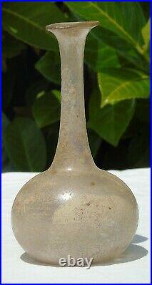 Petit vase en verre soufflé, époque romaine. Haut. 14,8 cm Très bon état