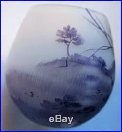 RARE Vase miniature pâte de verre émaillée Paysage forestier violine, signé DAUM