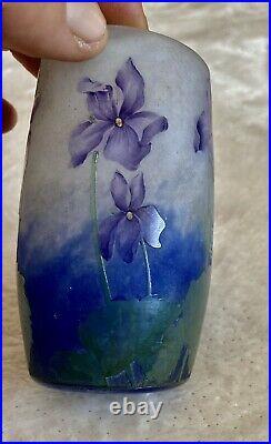 Rare Art Nouveau Superbe vase miniature aux violettes signé Daum Nancy