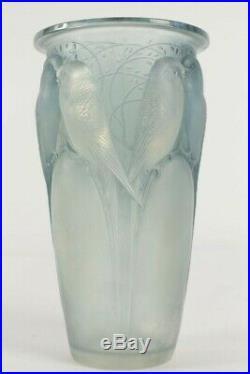 René Lalique (1860-1945) Vase en verre modèle Ceylan