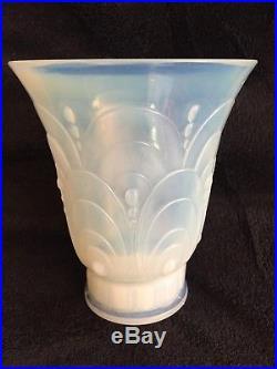 Sabino, vase en verre opalescent modèle ovales et perles, 1927, signé