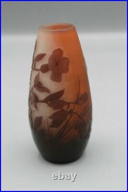 Très intéressant petit vase en pate de verre signé émile gallé
