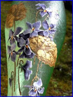 Très joli vase 1900 violettes au vent par Montjoye, era daum Galle legras