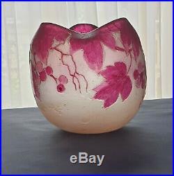 Très joli vase boule signé Legras