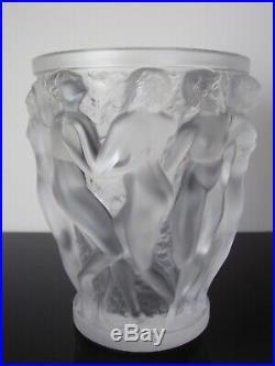 Vase Bacchantes en cristal Lalique France. 24cm