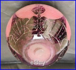 Vase Dalhias signé Le verre Francais Parfait état hauteur 17 cms diamètre 21 cms