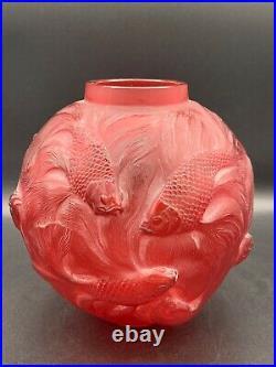 Vase Formose de R. Lalique en verre rouge