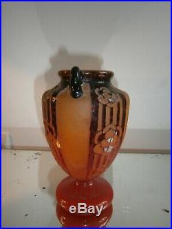 Vase art déco avec des anses Le Verre français Charder