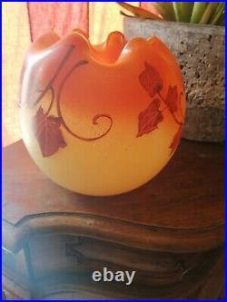 Vase boule pate de verre signé Leg, Legras