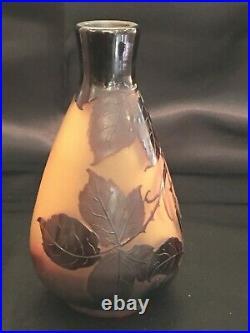 Vase d'Argental, décor mûres, dégagé à l'acide 15 X 8cm, col 3.3cm parfait état