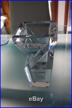 Vase en cristal signé Baccarat modèle architecte