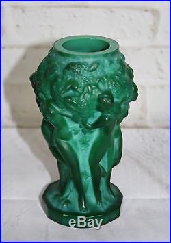 Vase en verre a décors de femmes
