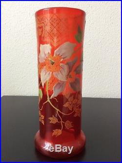 Vase en verre soufflé coloré rouge émaillé à décor floral Legras Montjoye