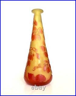 Vase gallé Soliflore Rouge Sur Fond Jaune, Vers 1900 Art Nouveau