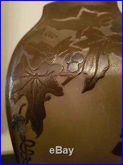 Vase pate de verre signé